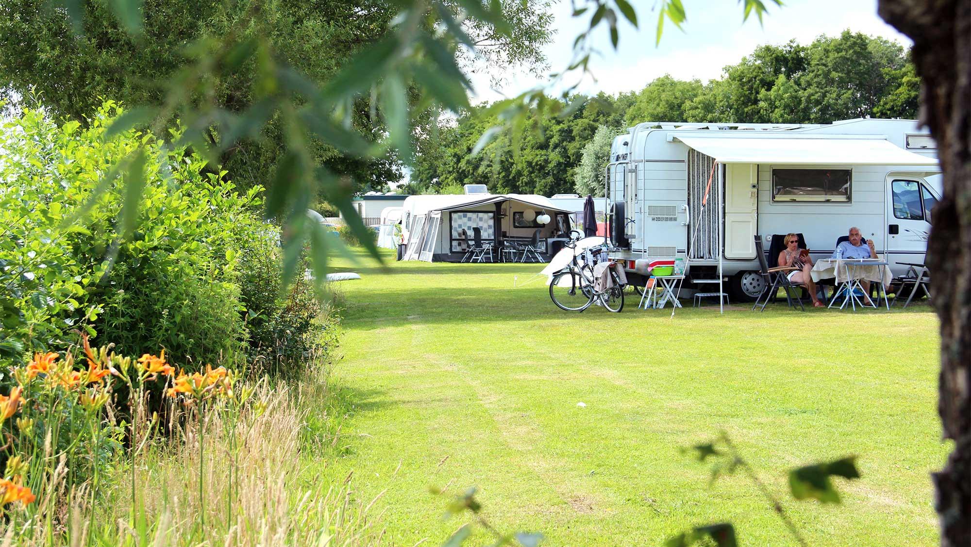 Comfortplaats bij het water kamperen Molecaten Park De Agnietenberg 04