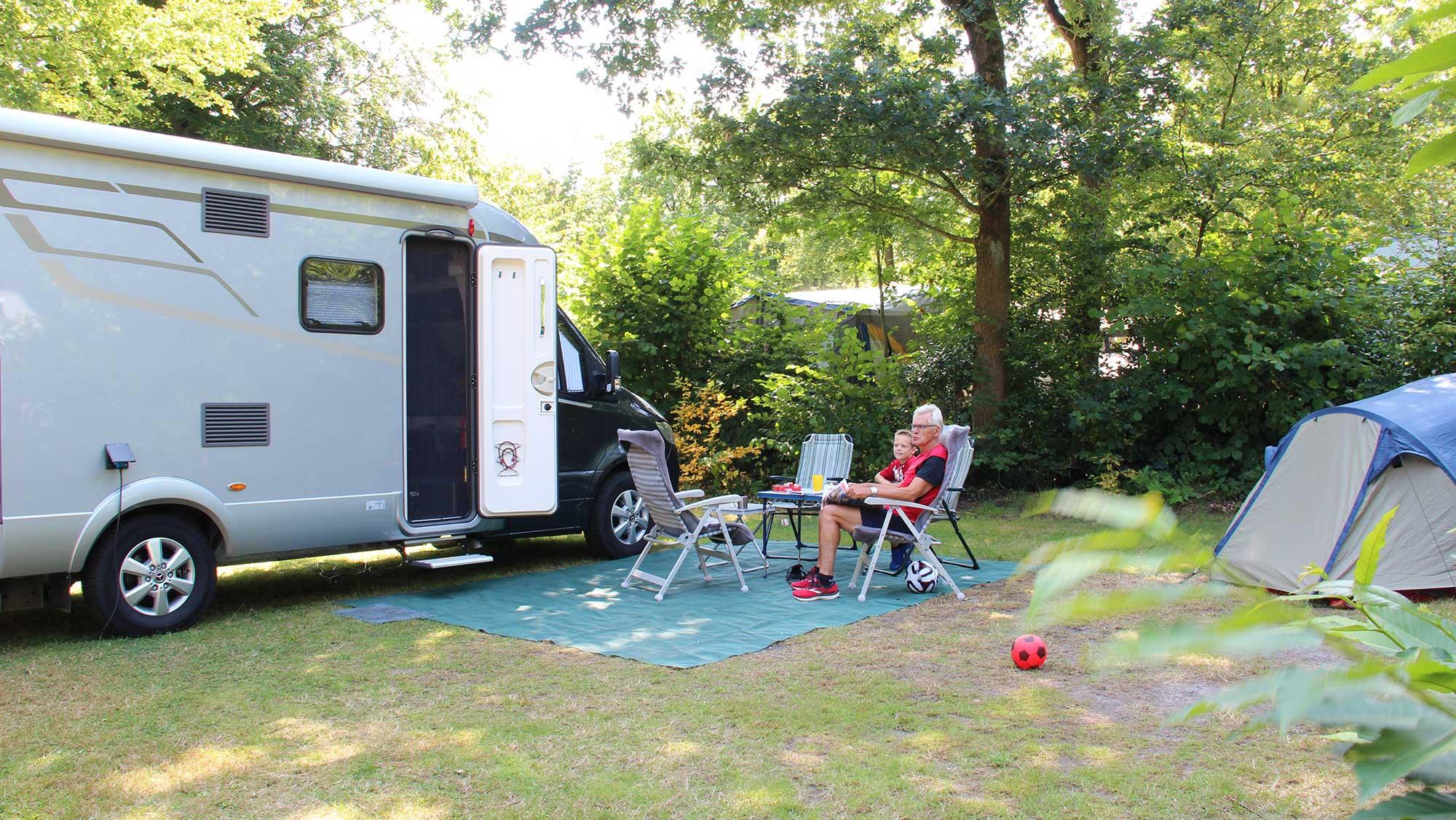 Campercomfortplaats Molecaten Park Bosbad Hoeven 01