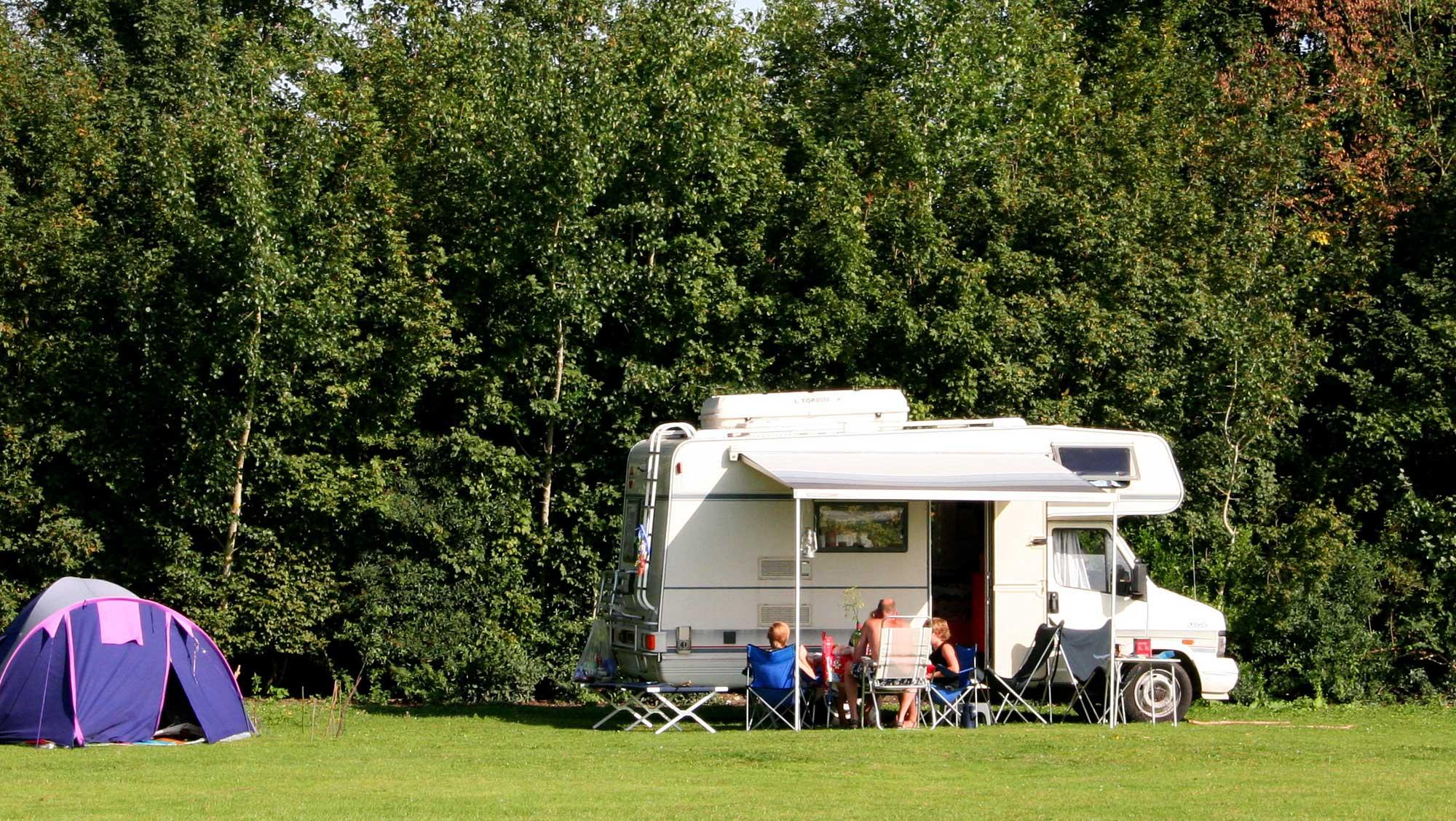 Camper comfortplaats kamperen Molecaten Park De Koerberg 01